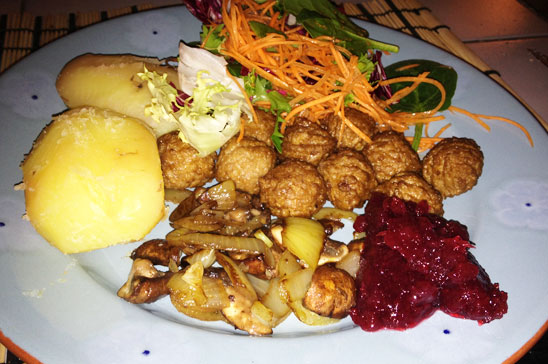 Vegobullar med potatis och sallad