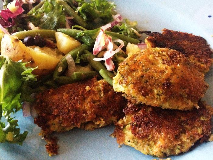 Broccoli och morotsbiffar med potatissallad